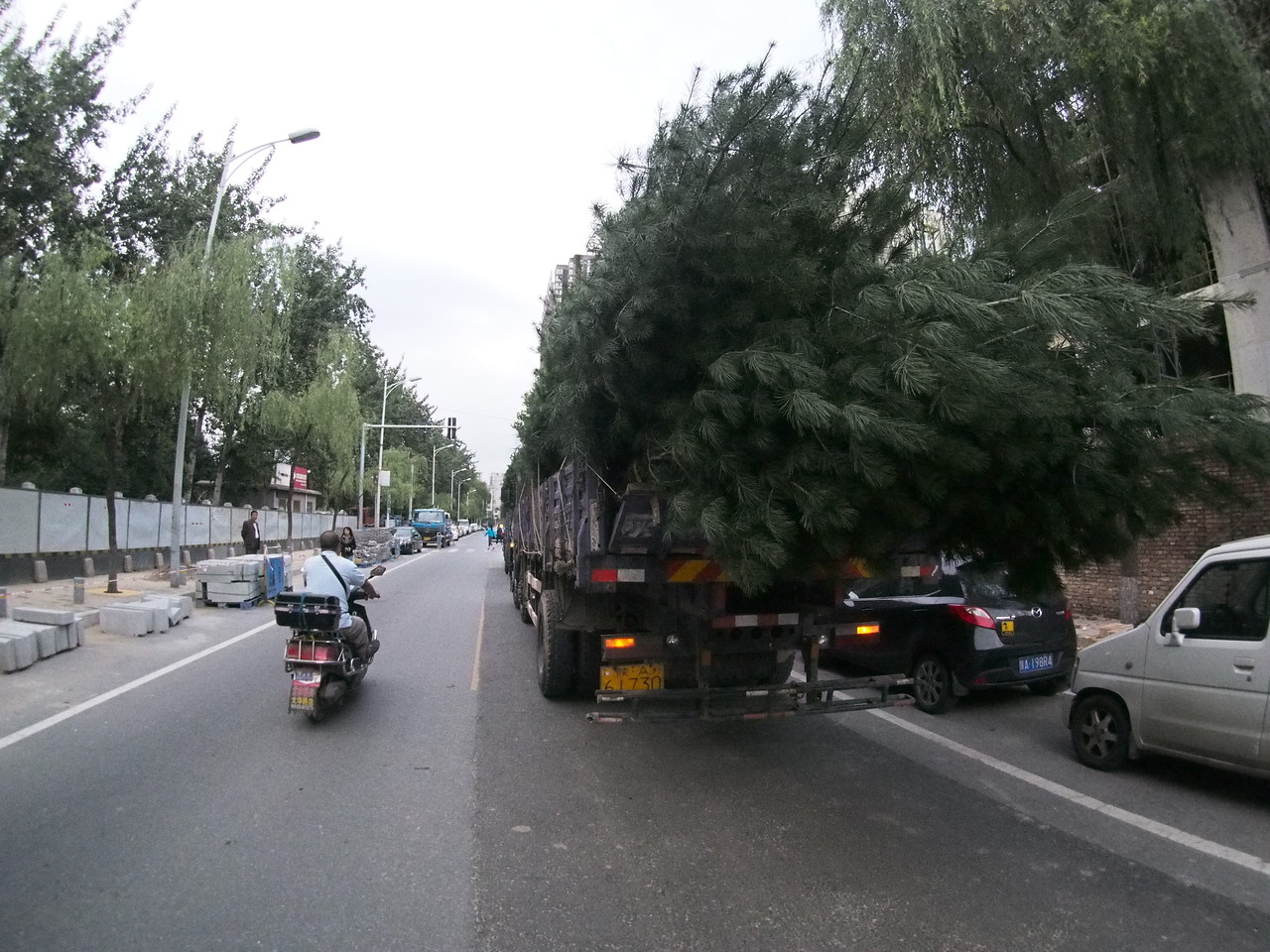 20150913_0655_1776 Just the typical 7 a.m. Sunday morning traffic in Xi'an