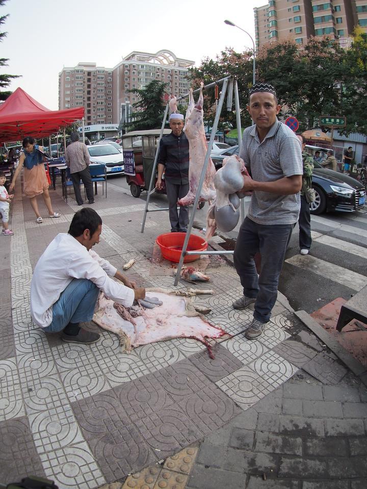 20150914_1800_1812 Goat slaughter time (明德路 MingDe Road, corner of MingDe East and West road)