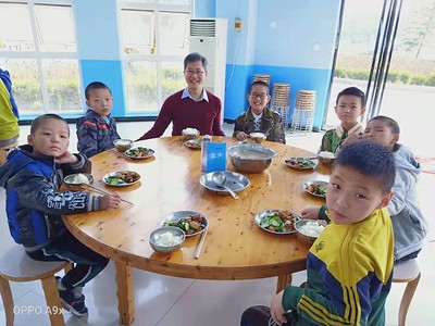 20191019 lunch time at boarding school (Shaanxi, China)