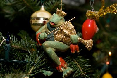Frog ornament.