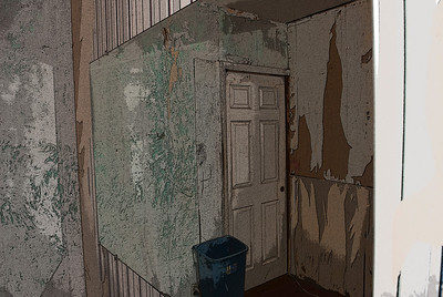 The walls of the old house before being repaired