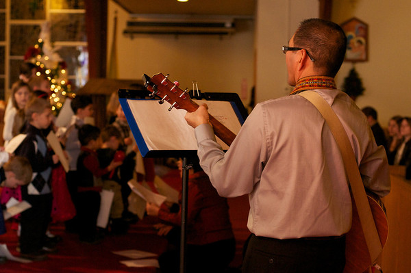 Tito Leo leads the children's choir