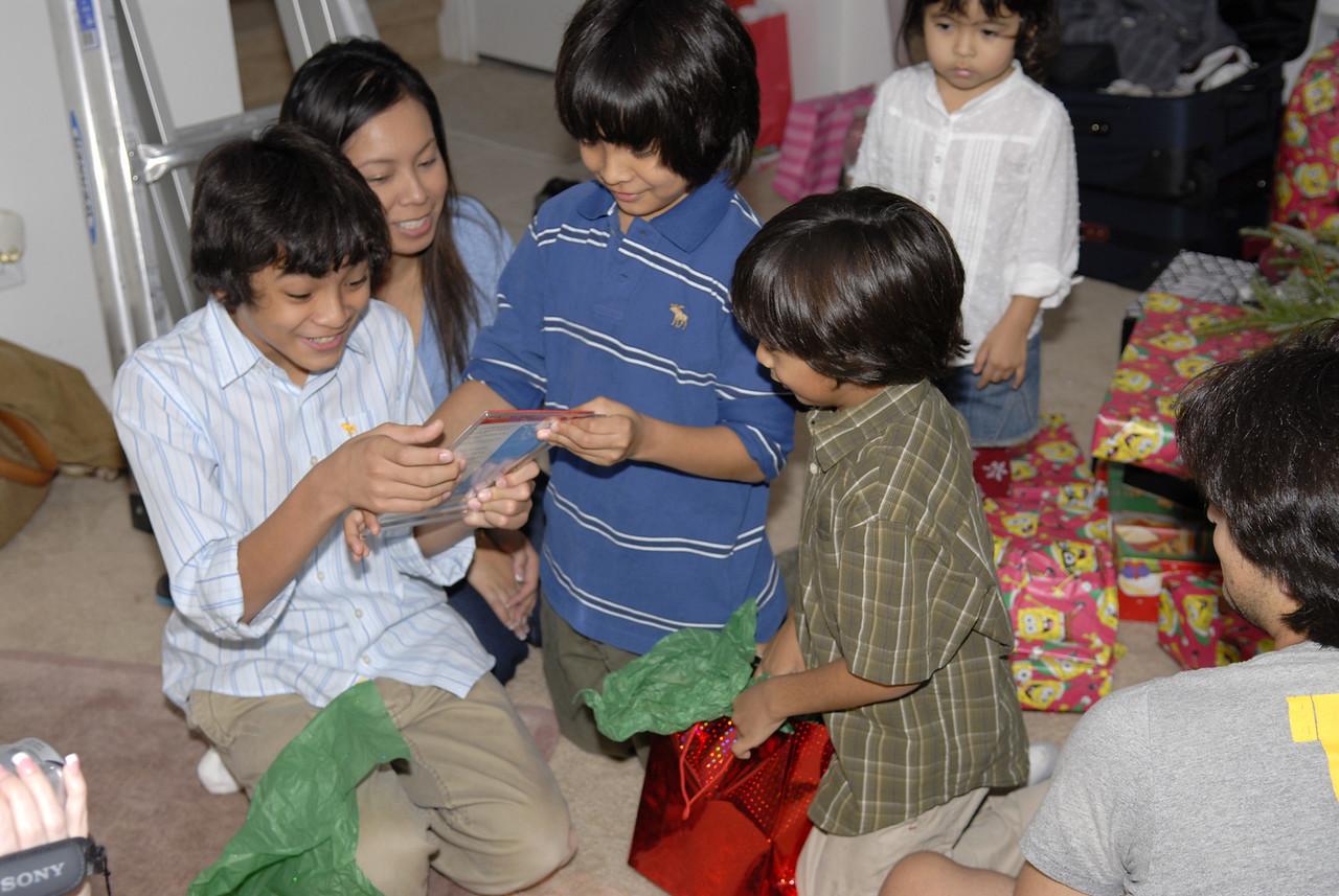 2006 12 24 - Xmas Eve at Joe and Mel's 041