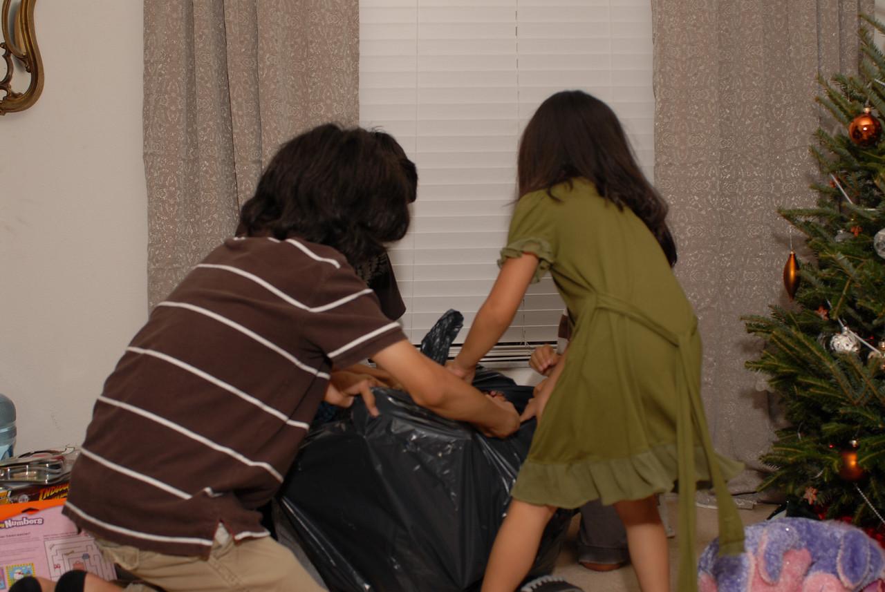 2008 12 24 - Xmas Eve with Joe and Mel 041