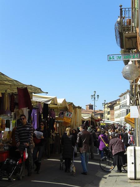 Sunday Market at Pisa_2