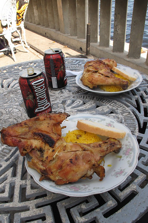 Time to have some lunch. Chicken, rice, bread and Bucanero beer.