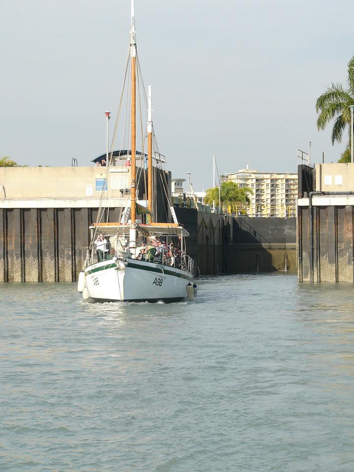 Cullen Bay lock (Darwin)