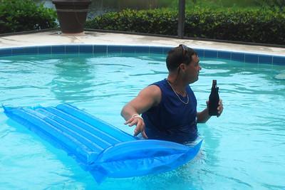 027 David in Pool