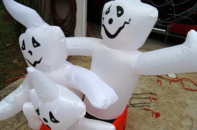 20 Neighbors give a Halloween approval
