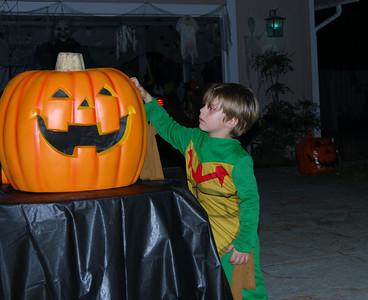 33 Scratching the Talking Pumpkin
