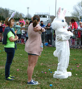 Diane Raver   The Herald-Tribune Before the first hunt, the crowd played Easter Bunny says.