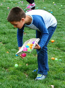 Diane Raver | The Herald-Tribune There were many eggs to hunt.