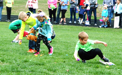 Diane Raver   The Herald-Tribune The youth were divided into three groups to hunt for eggs.