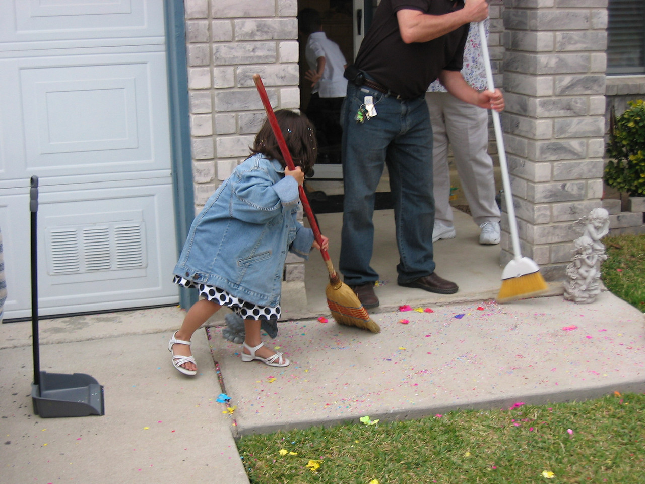 Now this is cute!  She even cleaned up afterwards.