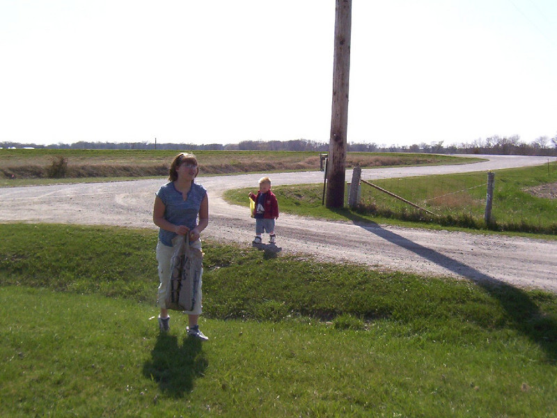 Nicole and Wyatt hunting for easter eggs  ( 2004 )