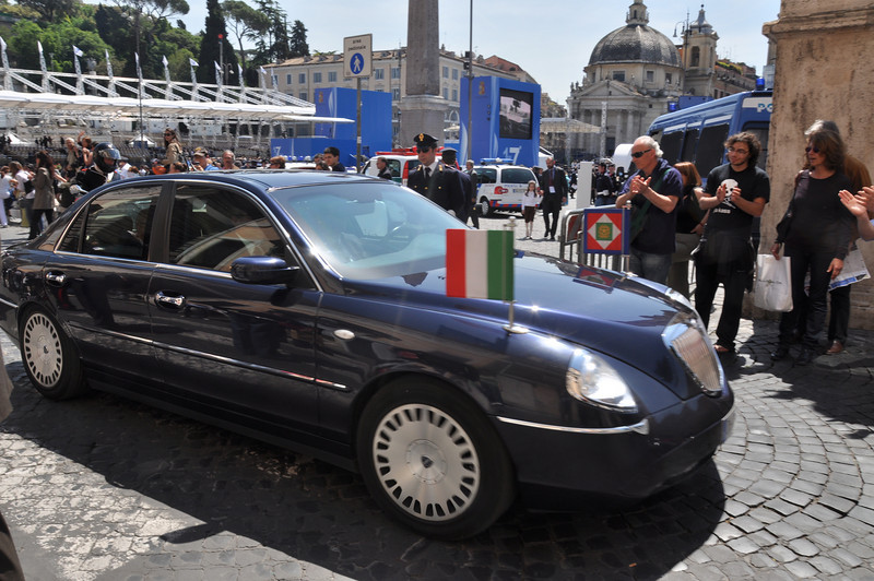 A VIP is whisked away from the Rome police event