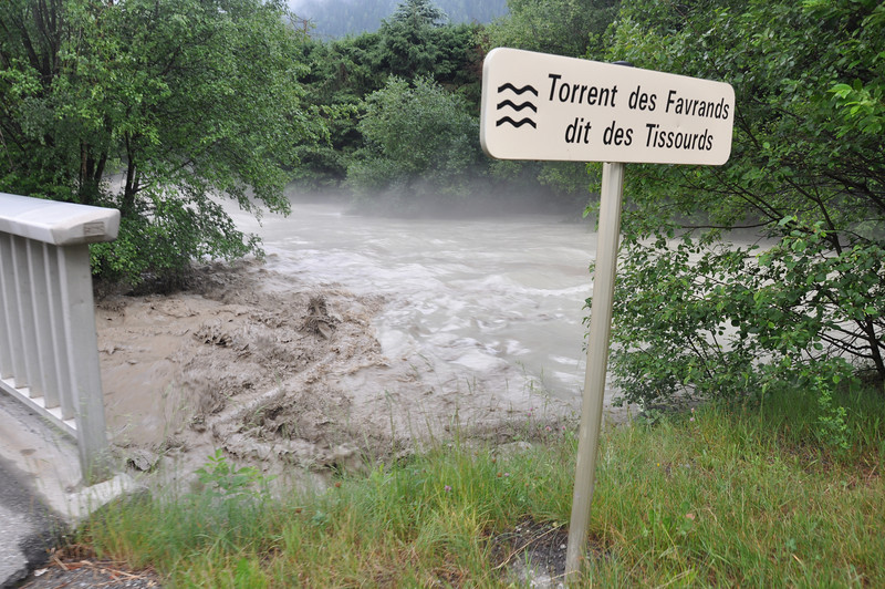The Torrent des Favrands is soon to live up to its name where it joins the main river through Chamonix. Even this sign will be gone within the hour