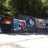 Peintures murales sur le bord de la route D 30