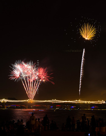 RedWh yell fireworks Tempe 0713 8311