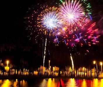 Fireworks AlaMoana pond 070412 9411