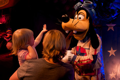 High five for Goofy