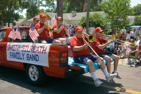 "<font size=""3"">The smallest band in the parade sat in the back of a pickup truck.</font>"