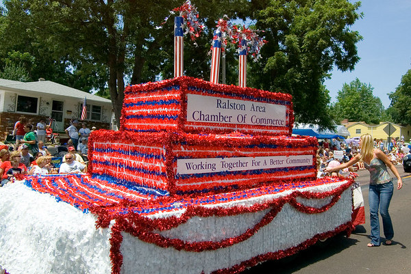 "<font size=""3"">The chamber of commerce float.</font>"