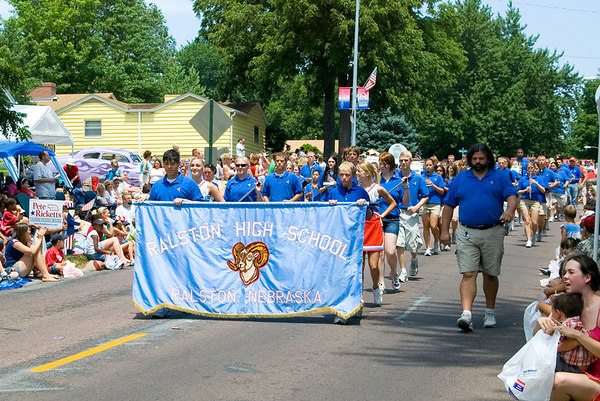 "<font size=""3"">Ralston High was the first of several bands in the parade.</font>"