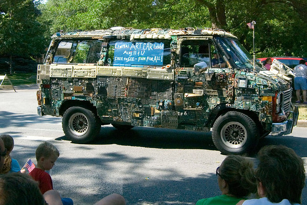 "<font size=""3"">A van decorated with old computer circuit boards.  The sign says it's an art project.  This was one of the last units in the parade.</font>"