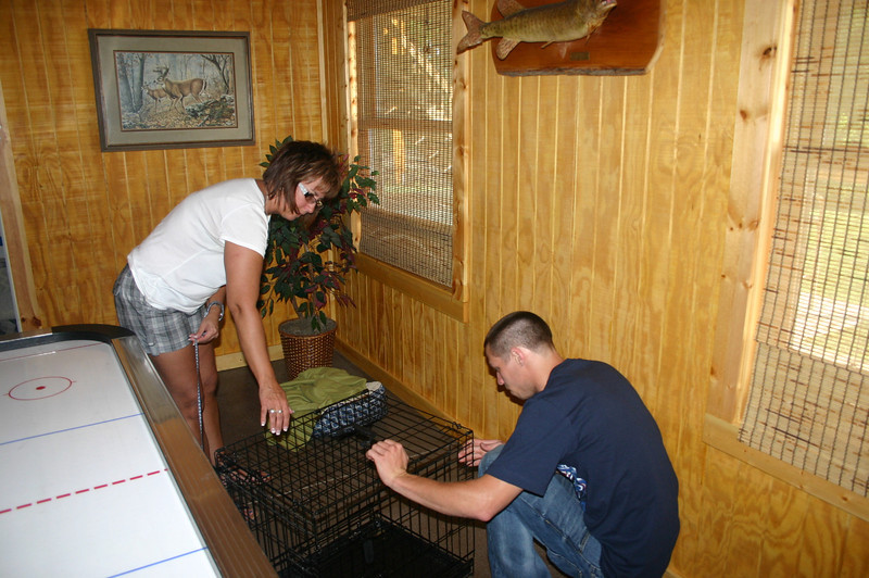 Lori and Alex unpack the dog kennels at the lake house ( 2011 )
