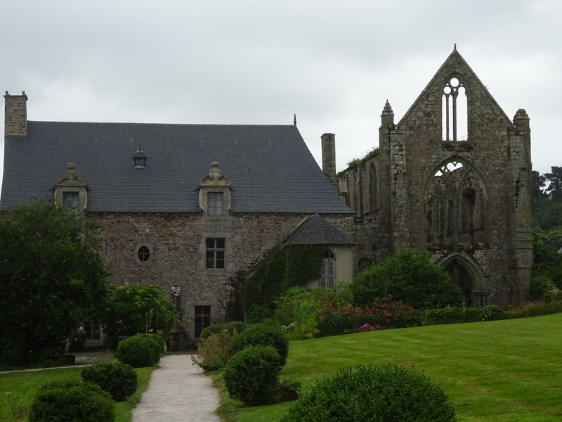 Clouds a gatherin', we head to the Abbaye maritime de Beauport, just outside Paimpol