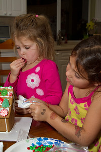 20111220_Gingerbread_Houses_16