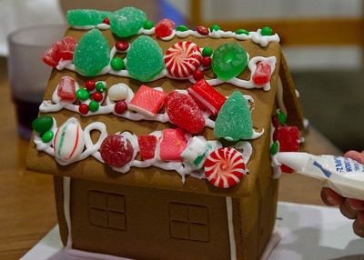 20111220_Gingerbread_Houses_18