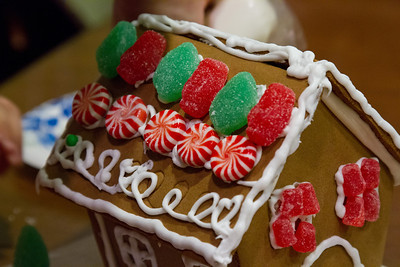 20111220_Gingerbread_Houses_19