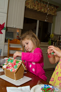 20111220_Gingerbread_Houses_11