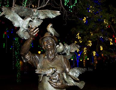 Man & Bird statute Glendale glitters 5852