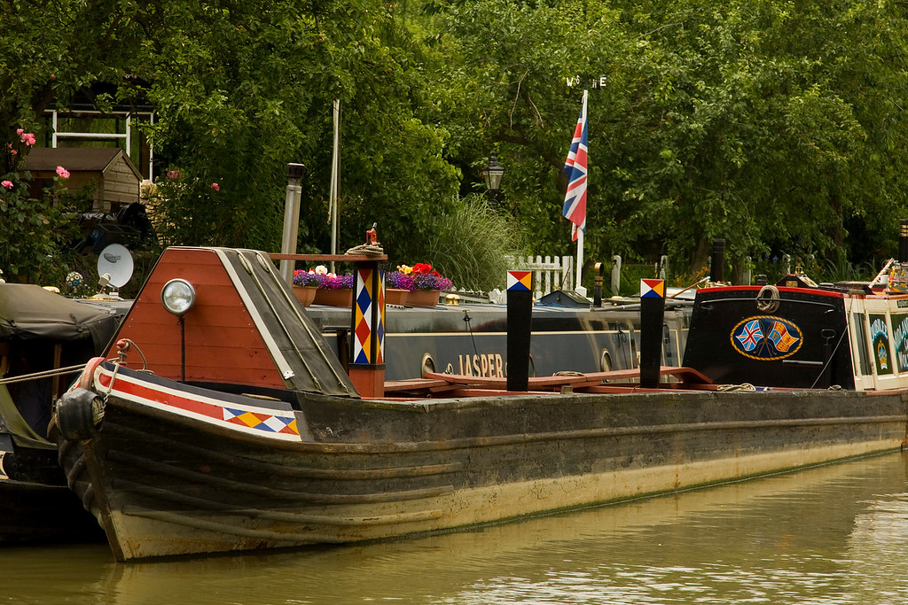 Stoke Bruerne narrow boats