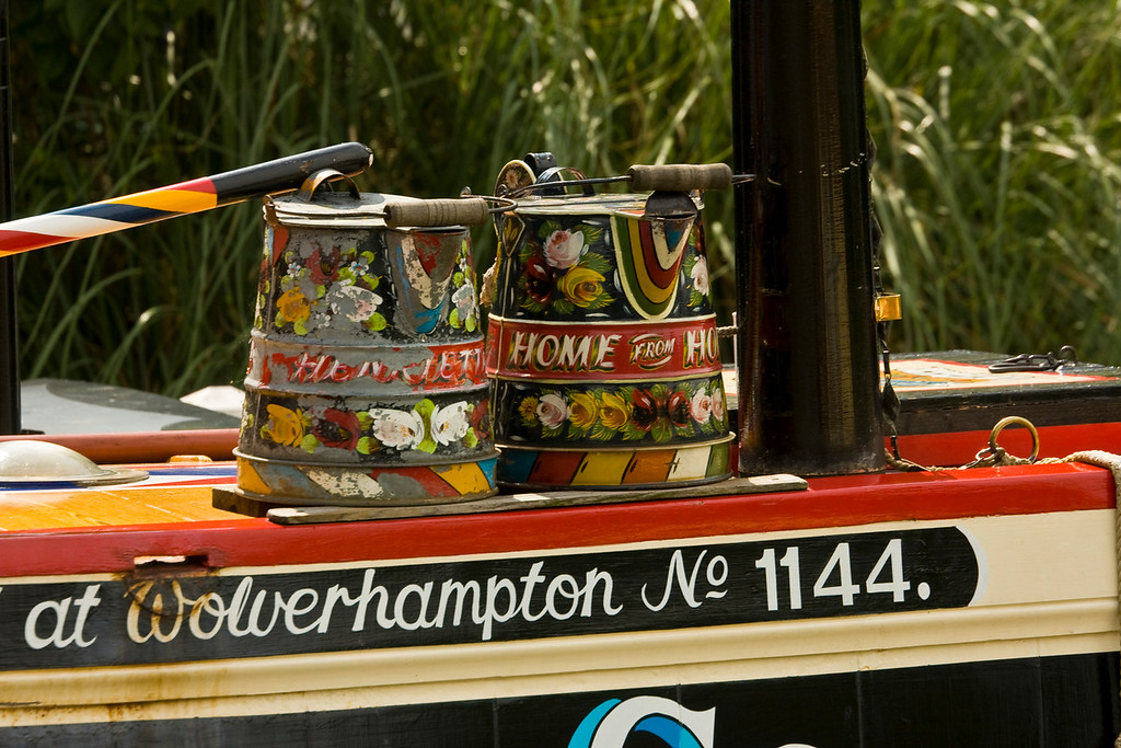 Stoke Bruerne narrow boats. painted buckets