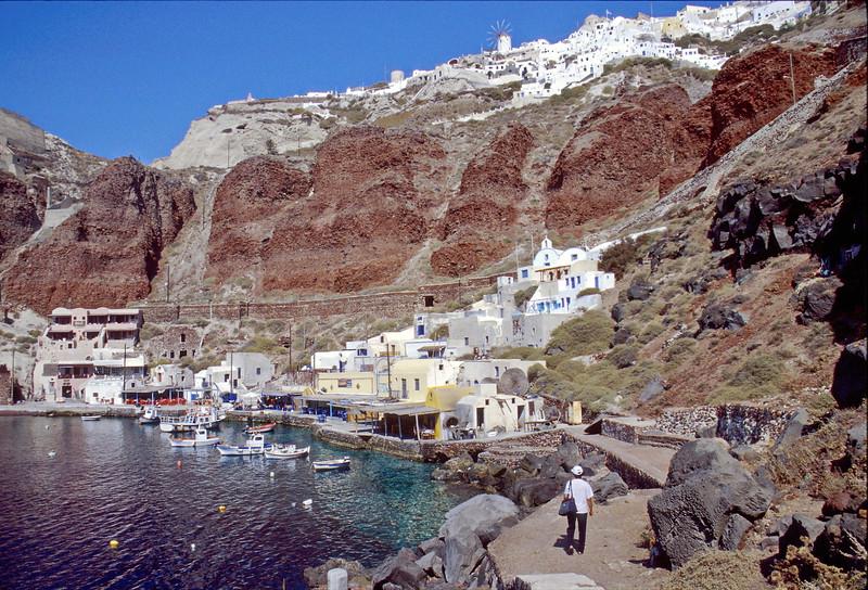 santorini - oia - cliffs by harbour