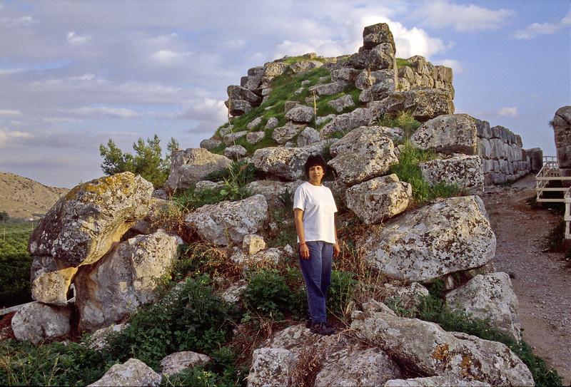 nafplio - tyrns - veena at ruins (1)