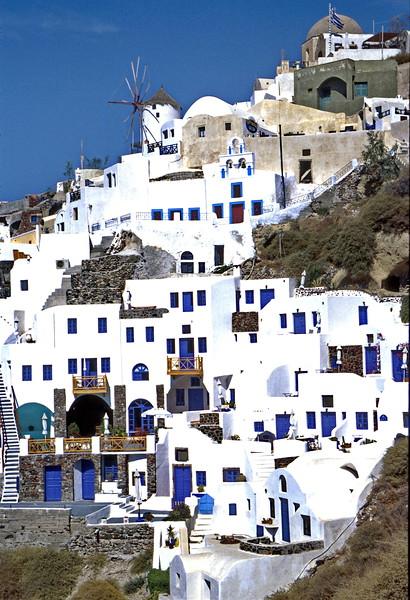 santorini - oia - houses on hill