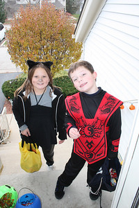 20091031 Trick or Treaters at my House
