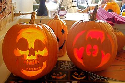 Halloween pumpkin carving with wes, jim, zak and Nin!