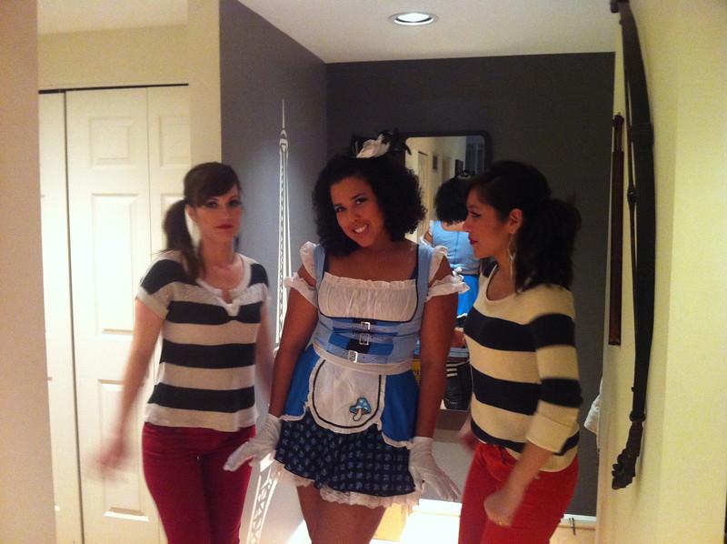 Halloween - Alice and Twinsy-Tweedle-Dee-Girls 2012