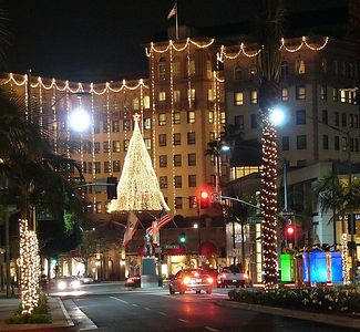 Rodeo Drive & Wilshire Blvd / Holiday Night scene