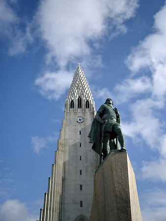 Statue of Leif Eirikson in front of Hallgrimskirkja.