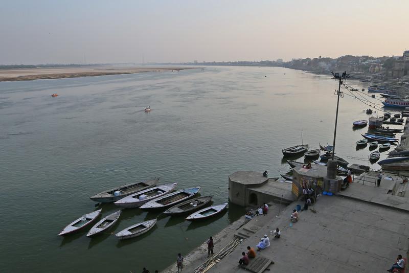 Varanasi - Afternoon Walk on Ghats 04