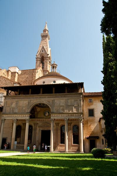 Cloitre de l'eglise S. Croce, Florence, Italy.