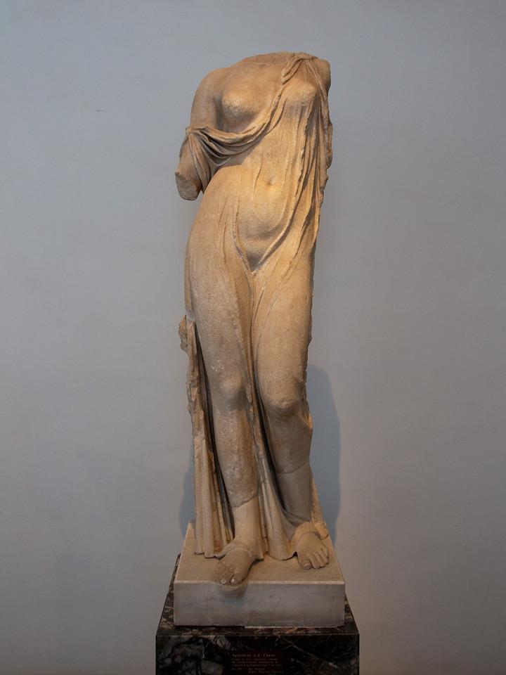 aphrodite, roman copy (Vth century) from a greek original. Rome (palatine hill museum), Italy.