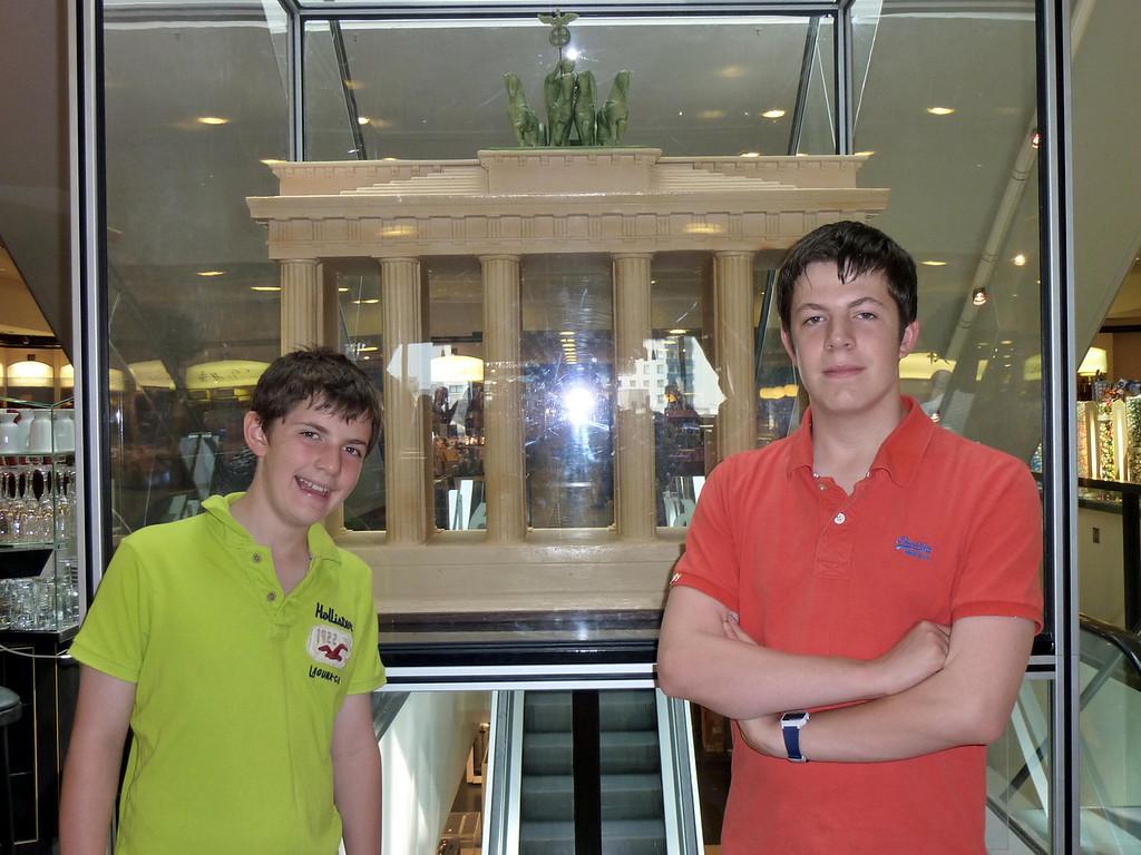 J&I in front of Chocolate KaDeWe Bfrandenburg Gate